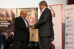 Serbian-Ambassador-Dragan-Zupanjevac-presents-gift-hamper-to-Sharad-Rao